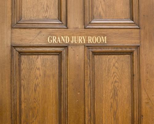 old-oak-entrance-door-ot-grand-jury-room-in-crown-court